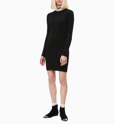 Vestido-Estilo-Sudadera-Con-Logo-En-El-Cuello