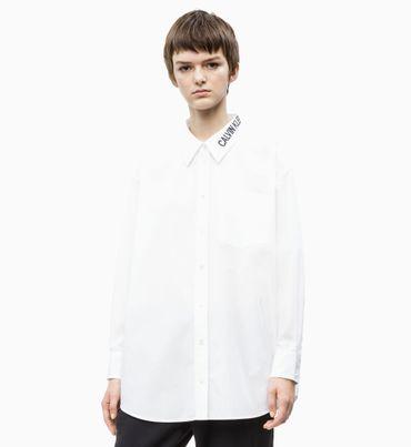 Camisa-con-Logo-y-Cuello-Oversize