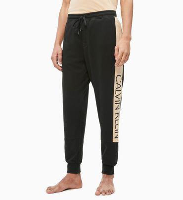Pantalon-Para-Estar-En-Casa---Statement-1981-Calvin-Klein