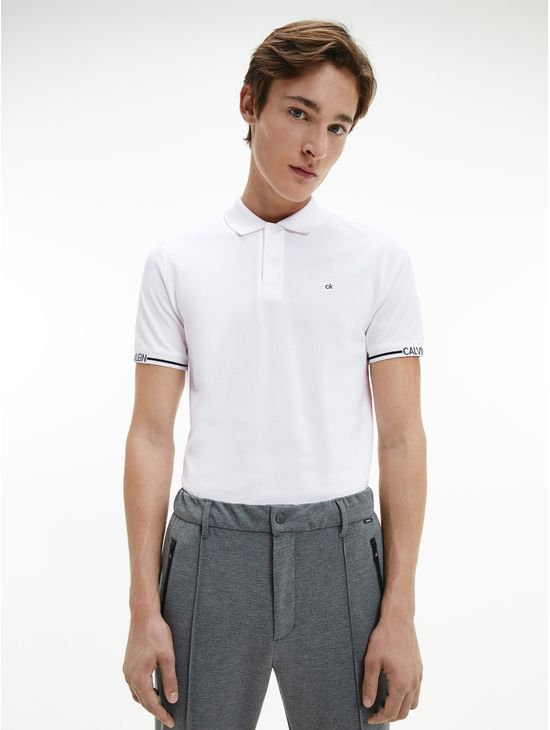 Polo-slim-con-logo-en-el-puño-Calvin-Klein