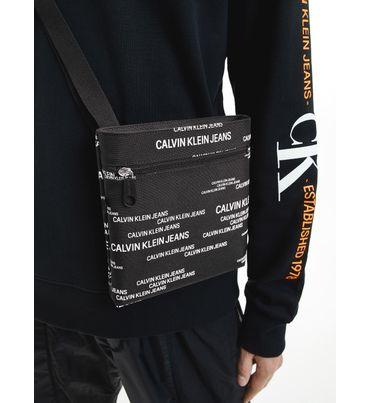 Bandolera-plana-de-poliester-reciclado-pequeña-Calvin-Klein