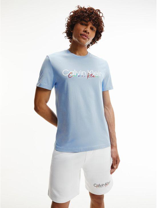 Playera-de-algodon-organico-con-logo---Pride-Calvin-Klein