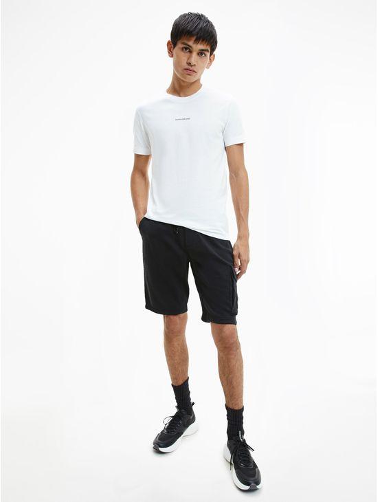 Shorts-con-parche-de-monograma-Calvin-Klein